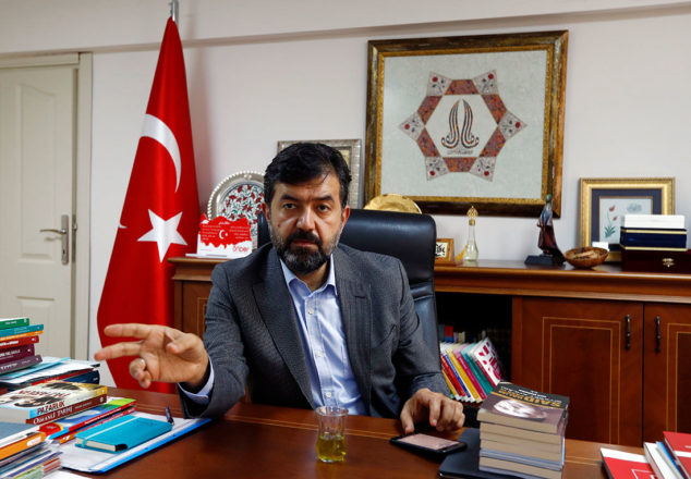 Руководитель Ассоциации выпускников школ имам-хатибов Халит Бекироглу, говорит, что возрождение школ имам-хатибов отражает традиционную исламскую природу большинства турецких граждан / Источник фото: REUTERS/Murad Sezer