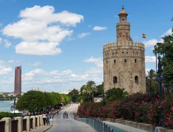 Торре-дель-Оро (Золотая башня). Источник: Lisi4ka / Shutterstock.com